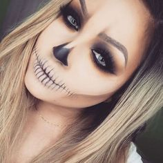 Looking for for ideas for your Halloween make-up? Browse around this site for creepy Halloween makeup looks. Costume Halloween, Creepy Halloween Makeup, Halloween Inspo, Last Minute Halloween Costumes, Halloween Looks, Scary Makeup, Halloween 2018, Simple Halloween Makeup, Halloween Costumes Women Scary