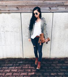 Military Blazer combined with brown Boots * Streetfashion * Urban* Rayban Sunglasses * Cognac Bag