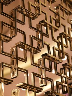 Home Decor Tips Elegant metal screen. Window Grill Design, Screen Design, Door Design, Wall Design, Wooden Room Dividers, Sliding Room Dividers, Sliding Doors, Partition Screen, Room Divider Screen