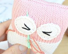 FREE Knot Forgotten Knit Owl pattern by Pear Dinkum. Knit an owl for a child in need! More crochet patterns available on the Knot Forgotten website. Knitting Bear, Knitted Doll Patterns, Animal Knitting Patterns, Baby Cardigan Knitting Pattern, Baby Knitting Patterns, Free Knitting, Crochet Patterns, Knitting Stitches, Stitch Patterns