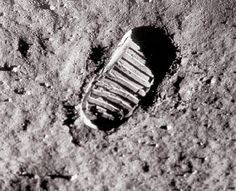 When U.S. astronaut Neil Armstrong first set foot on the moon in July of 1969, he and his comrades had television cameras with them. This is a shot of the first human footprint on the Moon, which will remain there for millions of years. Astronaut Buzz Aldrin took this photograph that astounded the world.