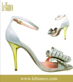 355363be8 Sandália Le Bianco Elegancce Mini Craquelado - Ouro Light. Confeccionada em  calf de alta qualidade