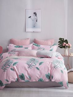 To find out about the Leaf Print Sheet Set at SHEIN, part of our latest Bedding Sets ready to shop online today! Master Bedroom Interior, Room Design Bedroom, Bedroom Sets, Modern Bedroom, Bedroom Decor, Pink Bedding, Bedding Sets, Pink Room, Bed Sets