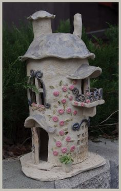 A Fairy house, you can put led lights in. Clay Fairy House, Fairy Garden Houses, Clay Houses, Ceramic Houses, Diy Clay, Clay Crafts, Pottery Houses, Fairy Crafts, Clay Fairies