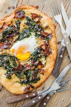 6 homemade pizza recipes to make tonight, yes we are a pizza town. Enjoy pizza for breakfast