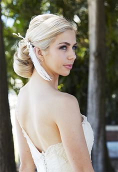 Feather #bridal #hairpiece // Photography by Chris Perkins, Gown & Accessories Vellos Bridal, Exquisite Bridal Hair