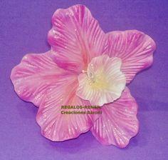 Orquídea en goma eva termoformada y pintada a mano