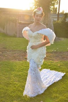 #Wedding #dresses made completely out of #toilet paper http://shuffleupon.com/