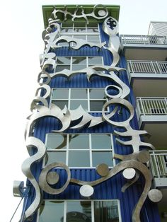sculpture design that covers the apartment exterior
