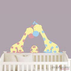 Muursticker babykamer papa en mama giraffe   #babykamer #wanddecoratie #inspiratie #kinderkamer #muursticker #wolkjes #baby #roze #blauw #groen #peuter #kwaliteit #design #uniek #nederland #zwanger #zwangerschap #pasgeboren #interieur #muur #wand #doehetzelf #diy #liefde #stickergalerij  Voor de volledige collectie kijk op: www.stickergalerij.nl