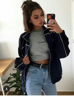 db132612 Short hair - graphic crop tee - Levi's vintage jeans - high waist belt -  iPhone