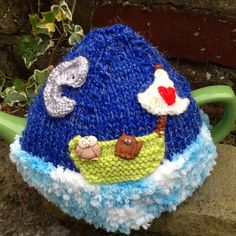 Owl and pussycat tea cosy
