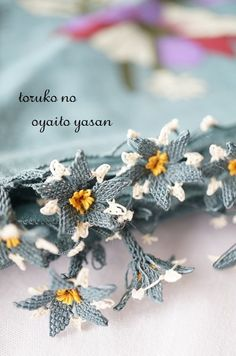 This Pin was discovered by Neş Crochet Scarves, Crochet Hats, Lace Art, Point Lace, Needle Lace, Button Crafts, Handicraft, Lace Making, Tatting