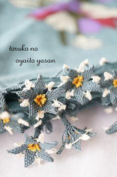 画像1: 春の新作♪オデミシュ地区 華やかイーネオヤのお花付スカーフ