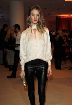 Street style of models, celebrities and more. Skinny Leather Pants, Leather Trousers, Leather Leggings, Suit Fashion, Womens Fashion, Ladies Fashion, Moda Chic, Looks Street Style, Mademoiselle