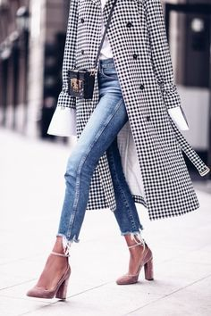 Editorial Eclectic Style Essential #3: Statement Sleeves; Editorial Eclectic Style Essential #5: Modern Trench | NYC Street Style, fashion girls, street style trends, gucci dionysus, oversized trench coat, maximal style, gucci loafers, spring 2017 outfits