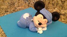 Mickey Mouse Sleeping Cake Topper (Complete Tutorial on Our Channel) Micky Mouse Bebe, Mickey Mouse Cake Topper, Mickey Cakes, Mickey Minnie Mouse, Diy Cake Topper, Cake Topper Tutorial, Fondant Cake Toppers, Really Cute Babies, Baby Mouse