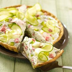 (Tarte)concombre radis jambon et fromage blanc Or just salad without any paste - Comfort Food Recipes Tzatziki, Quiches, Omelettes, Easy Soup Recipes, Healthy Recipes, Pizza Recipes, Quick And Easy Soup, Salty Foods, Snacks
