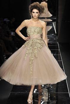 wendyfloreslovesyou:    this dress isincrediblybeautiful