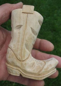 How to carve a cowboy boot - Finished Sanding Wood Carving Designs, Wood Carving Patterns, Wood Patterns, Whittling Projects, Whittling Wood, Wood Projects, Dremel Wood Carving, Wood Carving Art, Wood Art