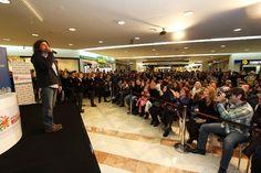 Çelik yeni albümünün imza gününde #beylikduzumigrosavm 'de hayranları ile buluştu.