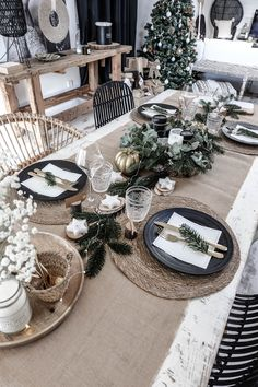 Christmas Dining Table, Christmas Table Settings, Christmas Tablescapes, Christmas Table Decorations, Decoration Table, Holiday Decor, Green Christmas, Rustic Christmas, Simple Christmas