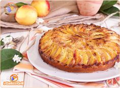 Torta di Pesche, ricetta per una torta che fa uso della farina di riso, perfetta per la merenda o accompagnata a latte e spremuta nella prim...