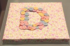 quadros de tecida com letras de botões