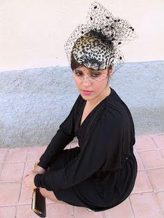 Anne Poupée: princess grace... Tocado tipo boina de seda bordada y velo plumeti. #tocados #invitadas Crown, Fashion, Embroidered Silk, Veils, Headpieces, Corona, Moda, La Mode, Fasion