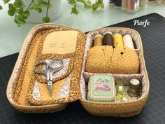 Sewing set for glasses case - Fabric Craft Ideas Sewing Caddy, Sewing Kits, Sewing Equipment, Sewing Baskets, Sewing Studio, Sewing Accessories, Glasses Case, Fabric Crafts, Pouch