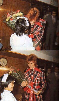 Awwwww! I love David Bowie :)