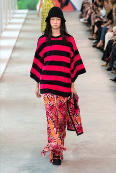 Michael Kors Collection Spring 2019 Ready-to-Wear Collection - Vogue Winter Fashion Outfits, Fashion Week, Trendy Fashion, Spring Fashion, Fashion Looks, Runway Fashion, Women's Fashion, M Kors, New York