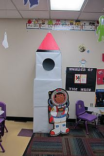 Outer Space theme: Rocket in the dress up center. Also, could be used for a large motor skill for building could be bigger for use in pretend play. Space Preschool, Space Activities, Preschool Classroom, In Kindergarten, Preschool Activities, Space Classroom, Classroom Themes, Outer Space Theme, Dramatic Play Centers