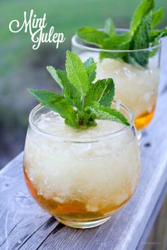 A mint julep is made with just four ingredients: Water, sugar, mint, and bourbon. Because of the way the mint leaves are bruised or…Continue Reading Alcoholic Cocktails, Drinks Alcohol, Classic Cocktails, Healthy Smoothies, Cocktail Recipes, Bon Appetit, Holiday Recipes, Food And Drink, Mint