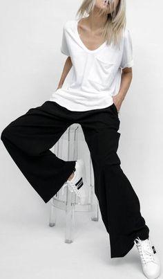 Minimalist Capsule Wardrobe for Spring Minimal Outfit, Minimal Fashion, Virtual Fashion, Mode Outfits, Capsule Wardrobe, Shirt Style, Summer Outfits, Street Style, My Style