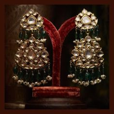 Classic earrings from the Sabyasachi Heritage Jewelry collection. Made in gold with uncut diamonds, emeralds and pearls. Indian Jewelry Sets, India Jewelry, Ethnic Jewelry, Gold Jewellery Design, Gold Jewelry, Handmade Jewellery, Quartz Jewelry, Earrings Handmade, Beaded Jewelry