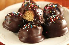 INGREDIENTS : 1 cup sifted powdered sugar 1⁄2 cup creamy peanut butter 3 tablespoons butter or 3 tablespoons margarine, softened 1 lb dipping chocolate or 1 lb confectioner's coating . DIRECTIONS Stir together powdered sugar, peanut butter and butter until well mixed. Shape peanut butter mixture into 1 inch balls, placing them on a baking …
