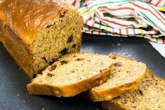 This Best Ever Low Syn Banana Bread is the ultimate Slimming World cake recipe, ideal for pudding or as a healthy snack to satisfy your sweet tooth. Sugar Free Banana Bread, Best Banana Bread, Banana Bread Recipes, Salted Caramel Cake, Caramel Apples, Slimming World Banana Cake, Slimming World Desserts Puddings, Banana Oatmeal Muffins, World Recipes