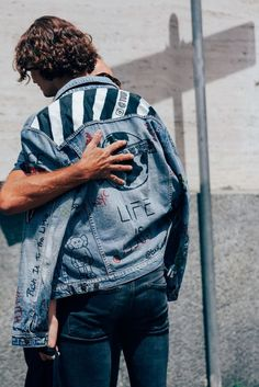 The Best Street Style from the Milan Fashion Week's Menswear Shows Photos GQ Best Street Style, Milan Fashion Week Street Style, Milan Fashion Weeks, Cool Street Fashion, Street Styles, Denim Fashion, Look Fashion, Fashion Kids, Fashion Hair
