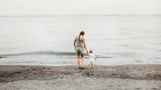 Staying at home, daycare or hiring a nanny? Here are some benefits of hiring a nanny over putting your baby in a regular daycare. Aide Ménagère, Best Ted Talks, A Nanny, Blog Bebe, Parents, Thing 1, First Time Moms, Baby Hacks, Baby Tips