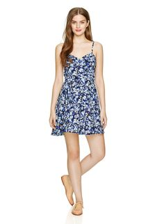 TALULA LIPINSKI DRESS - Featuring a custom daisy print, designed with a feminine fit-and-flare shape #Spring #Trends #2014 #Yorkdale @ARITZIA