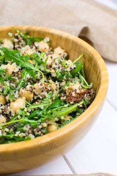Quinoa-Kichererbsen-Salat mit Rucola Quinoa and chickpea salad with arugula, sun-dried tomatoes, walnuts and a Dijon-lemon dressing with garlic Clean Eating For Beginners, Clean Eating Recipes, Clean Eating Snacks, Healthy Recipes, Quinoa Chickpea Salad, Avocado Quinoa, Lentil Salad, Feta, Arugula Salad Recipes