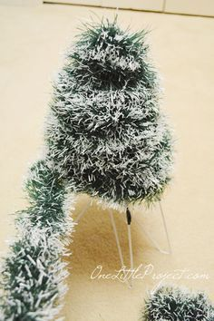 DIY Wire Hanger Christmas Tree Tutorial - - These wire hanger Christmas trees are so cute, and surprisingly easy (and resourceful! You'll need a 6 pack of metal hangers, christmas garland. Hanger Christmas Tree, Christmas Tinsel, Tinsel Tree, How To Make Christmas Tree, Mini Christmas Tree, Christmas Tree Decorations, Xmas Trees, Wire Hanger Crafts, Wire Hangers