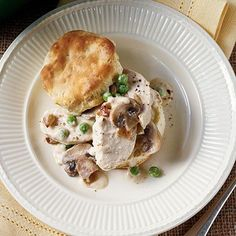 Chicken dishes are fantastic for dinner, and these quick and easy chicken recipes can make preparing weeknight suppers a breeze. Serve up tasty and easy chicken recipes for supper tonight. How To Cook Chicken, Cooked Chicken, Chicken Stovetop, Chicken Feed, Skillet Chicken, Chicken Meals, Skillet Meals, Southern Recipes, Southern Food
