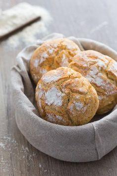 Panini di ricotta sardi: soffici pagnotte da gustare lisce o farcite! [Ricotta cheese homemade bread]