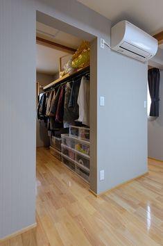 Wardrobe Room, Closet Bedroom, Closet Layout, Closet Designs, Japanese House, Walk In Closet, Luxurious Bedrooms, Home And Garden, House Design