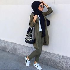 Trendy fashion hijab outfits ideas actual scarf is a vital item from the garments of women usi Hijab Fashion Summer, Modest Fashion Hijab, Modern Hijab Fashion, Hijab Fashion Inspiration, Casual Hijab Outfit, Islamic Fashion, Hijab Chic, Muslim Fashion, Fashion Outfits