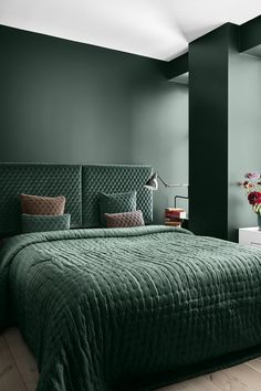 As green is one of the latest colour trends for the home, we think it looks gorgeous in this stylish bedroom design. The dusky pink on a few cushions creates a beautiful contrast!