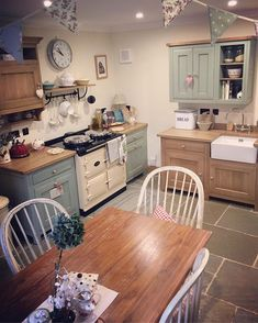It's a rainy day indoors with lots of tea for Sizzles and I today. Cosy Kitchen, Kitchen Dinning, Rustic Kitchen, Country Kitchen, New Kitchen, Vintage Kitchen, Kitchen Decor, Kitchen Design, Kitchen Layout