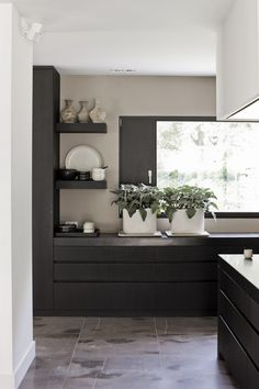Top Of Cabinets Decor Kitchen is totally important for your home. Whether you choose the Kitchen Wall Decor Ideas or Kitchen Decor Ideas Apartment, you will create the best Decorating Kitchen Walls Ideas for your own life. House Design Photos, Modern House Design, Modern Interior Design, Interior Architecture, Home Decor Kitchen, Kitchen Interior, Home Kitchens, Kitchen Walls, Decorating Kitchen